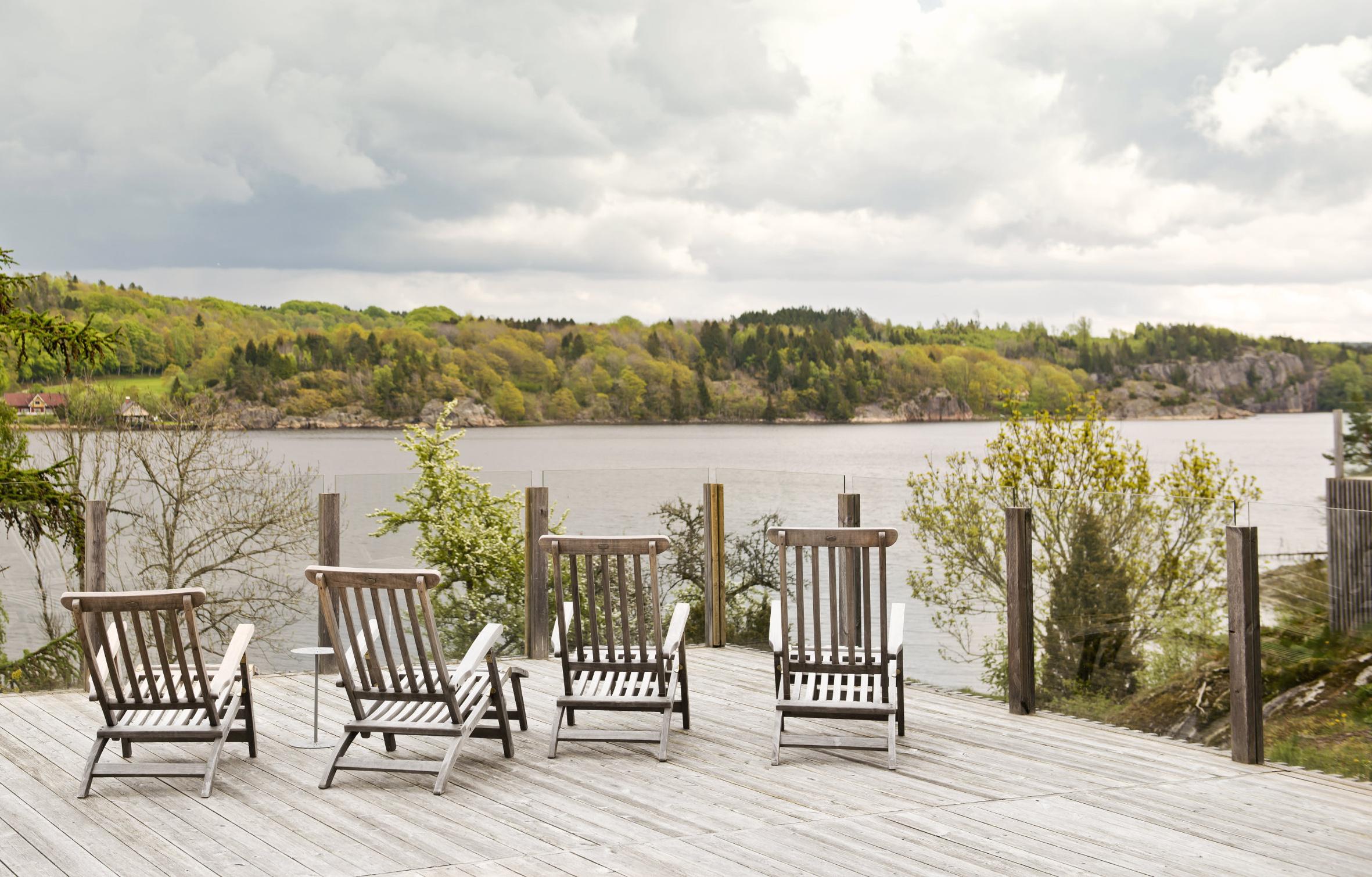MK Trading er leverandør av Sioo:X Impregnering i Norge, et miljøvennlig og vannbasert system for sanering og beskyttelse av treverk. På messen demonstrerer de hvordan du kiselbehandler terrasse og panel. Foto: MK Trading