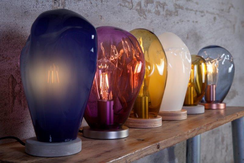 """Designer og glassblåser Charlotte Lemaire var inspirert av det typisk norske begrepet «koselig» da hun skapte lampen """"Kos""""."""