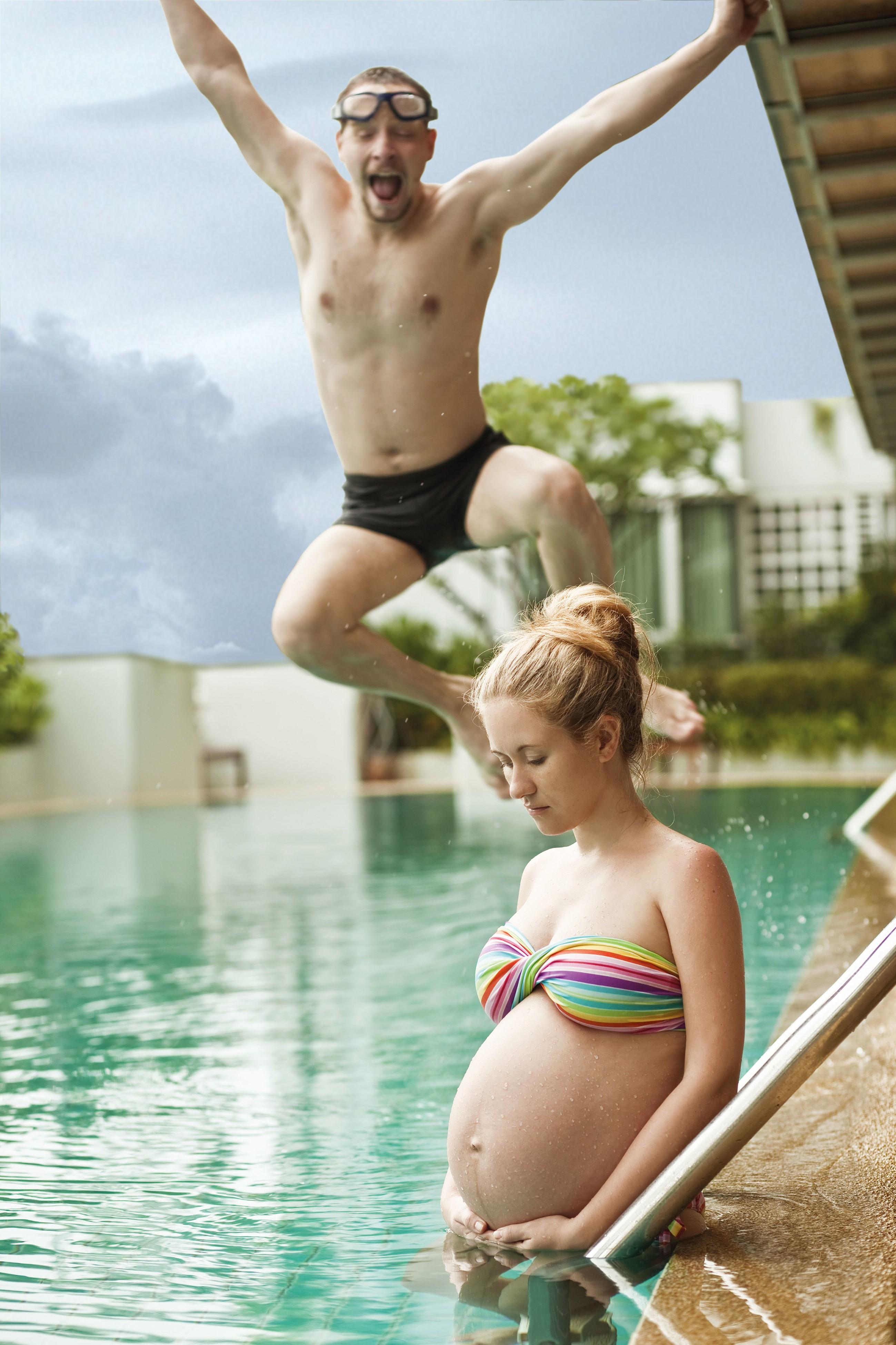 Både store og små kan ha glede av et svømmebasseng i hagen.