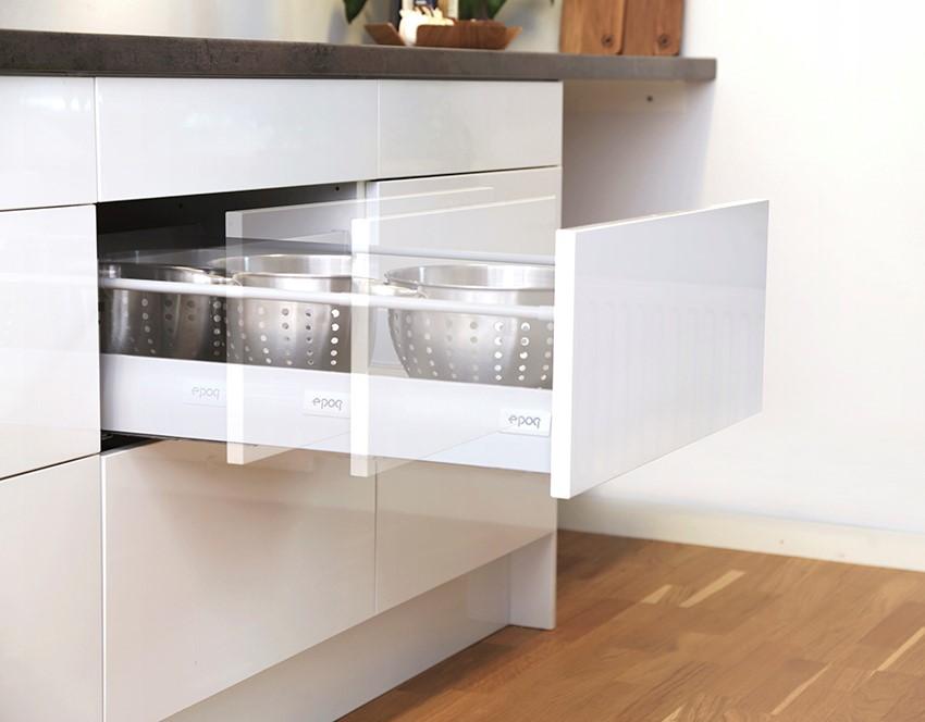Push-åpnere til skuffer og skap gir deg et håndtaksløst kjøkken.