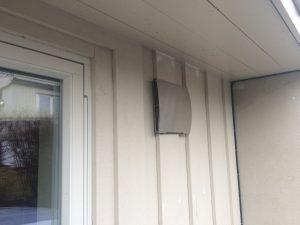 Desentrale ventilasjonsaggregater monteres på fasaden, og er en «rett i veggen»-løsning som gjør jobben på lik linje med et sentralt plassert aggregat med kanalføringer.