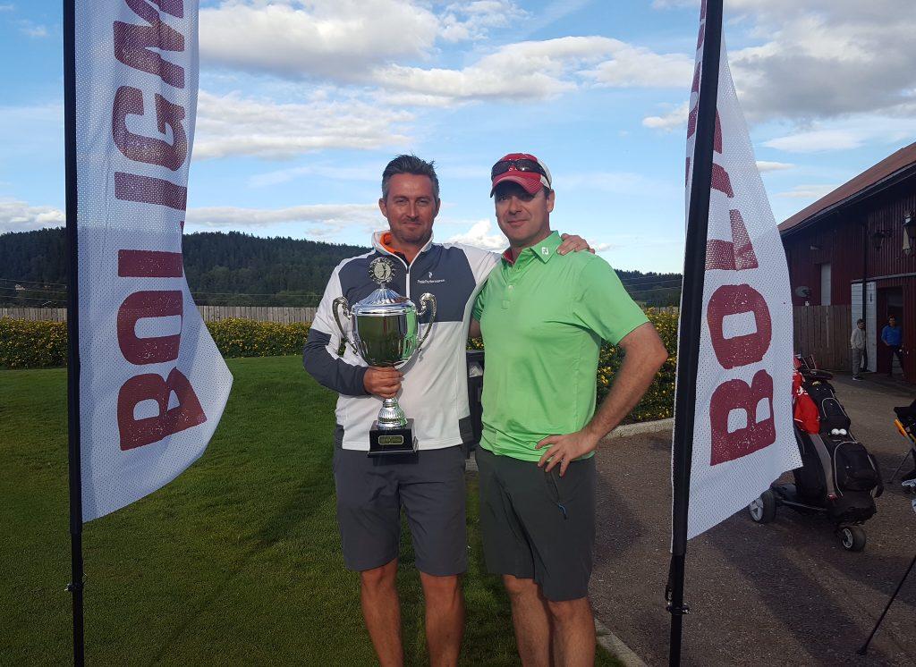 Det var Ross Robertson fra Fjordkraft som vant turneringen, her sammen med prosjektleder Rudi Rørstad fra Boligmessen.