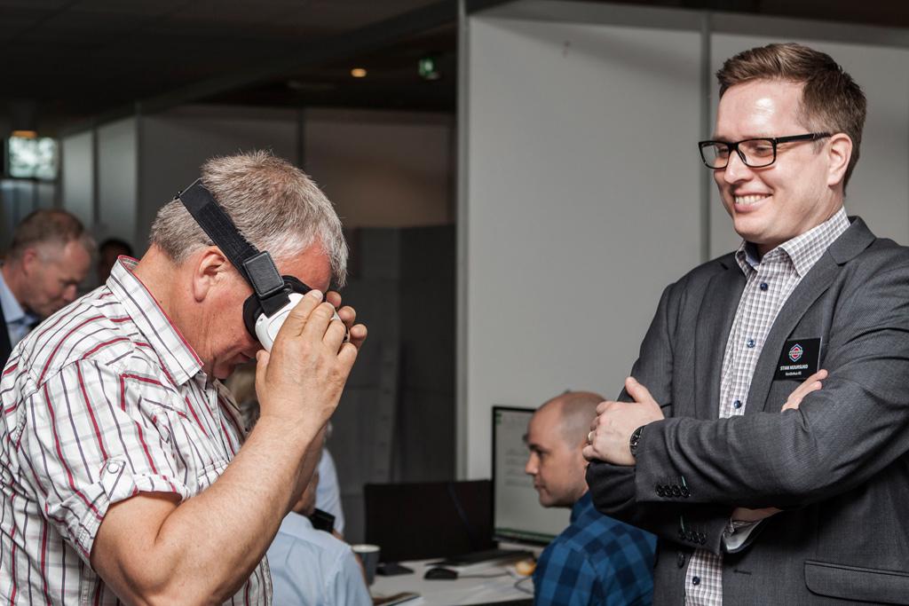 Alle Nordbohus-forhandlerne er utstyrt med VR-briller fra Samsung, og tilbyr VR-visninger.