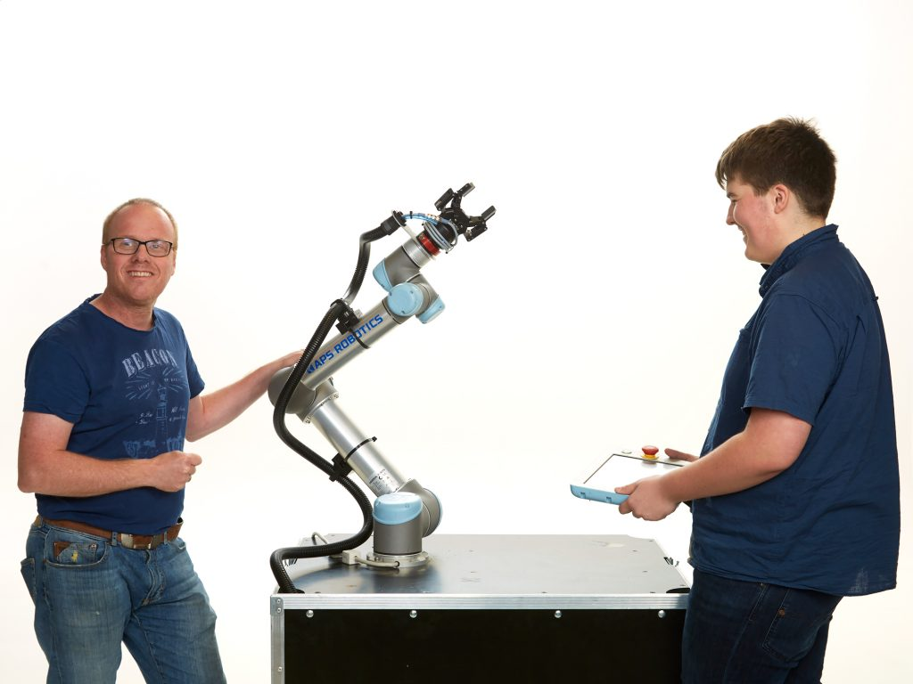 Service-roboten Rudi skal servere kaffe og gjøre det skikkelig hyggelig på messen. Foto: www.fotografeidsmo.no